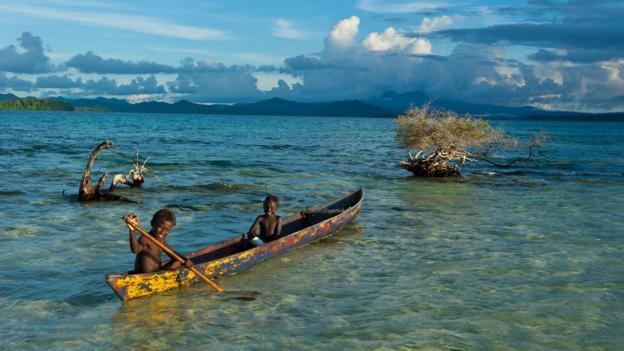 Жители Соломоновых островов рассказывают истории о затонувших землях (Фото: Robert Harding/Alamy Stock Photo)