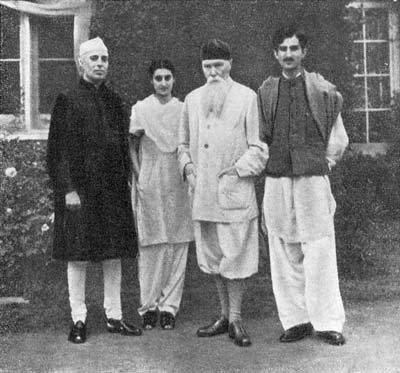 Джавахарлал Неру, Индира Ганди, Николай Рерих и Мухаммед Юнус около дома Рериха в Куллу